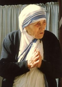۲۲۰px-mother_teresa